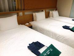 初日?になるのか… 金曜日の夜は新大阪の『からくさホテルグランデ新大阪タワー』に泊まりました。出来たばっかりみたいで、めちゃくちゃ綺麗!  こちらもGOTO使って、3名1室素泊まりで4500円くらいでした∑(゚Д゚)や、安い…