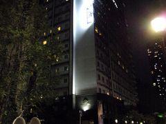 淀屋橋駅の11番出口から徒歩5分程度で今宵の宿に到着。 アパヴィラホテル淀屋橋さんです。