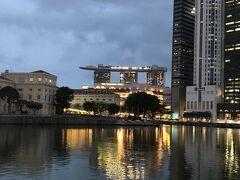 ちょうどラッフルズの上陸地点の反対側の川縁からの風景です。 ラッフルズのシンガポールでの滞在期間は意外にも短く、1824年にはイギリスに帰任し、その2年後の1826年には、僅か45歳で生涯を閉じています。