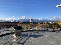 北陸新幹線でひと駅8分、佐久平駅からのなかなかの眺め。本日はここからレンタスタート。