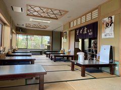 松本城前のそば屋さん。正午でこれですよ1階席にはいたけどね。まだ観光客戻らず?