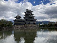 久々の松本城。黒いです。このあと扉峠まで戻ったけど雨降ってきたので切り上げ、大渋滞の諏訪を抜けて塩尻でレンタリターン、特急車内でワイン&チーズ。
