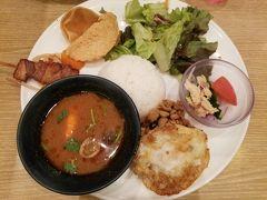 タイ料理が食べたくなって ルクアのレストラン街でおひとりさまタイランチ  ルクアプレート@1,680円 (Gotoイート ランチ500ポイント)  ガパオライスやトムヤムクン、 豚の串焼き等いろいろついていました。