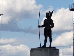 旭川空港の近くにあった銅像。