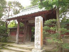 鎌倉駅西口を下車、鎌倉五山の一つである寿福寺を訪問します。