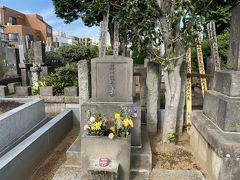まず、最初に芥川龍之介のお墓