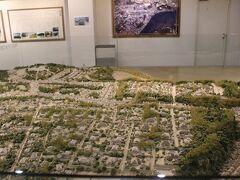 """「きつき城下町資料館」では江戸期の街並みの精巧な模型がある。3階の期間展では""""杵築歌舞伎""""のきらびやかな衣装も展示されていてラッキー。"""