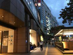 18:00 福岡に着くと明かりが点り始めていました。