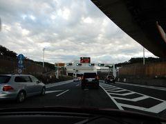 朝5時半に出発して、常磐道、首都高三郷線、中央環状線、湾岸線を経由してアクアラインの入り口に到達。 えー? もう渋滞しているの? これにはビックリ。