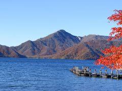 中禅寺湖から望む男体山。
