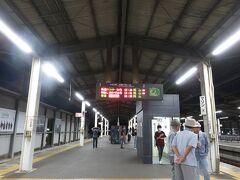 予定では19:10に児島駅に戻ってくるところ、30分以上も早く駅に着き、18:40の快速マリンライナーに間に合いました これから宿泊先である倉敷駅まで移動です