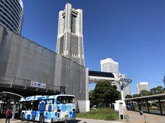 横浜 JR「桜木町」駅前のロータリーの写真。  最初のブログに載せましたが、ロープウェイが どんどん出来てきています。  2021年春、桜木町駅から運河パークに日本初の都市型ロープウェイが 誕生!