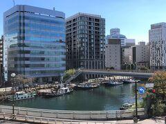 横浜・桜木町『HOTEL EDIT YOKOHAMA』  2015年4月1日にオープンした『ホテル エディット 横濱』の 外観の写真。  大岡川に停泊している船も見えます。なんかちょっとだけ フランス・パリの「サン・マルタン運河」を思い出しましたw  <ANAビジネスクラスで行くフランス ⑩ オペラ地区のブラッスリー 【ル・ロイヤル・オペラ】のオープンテラスでフランス料理、 映画『アメリ』等の舞台や印象派シスレーの絵画の題材にもなった のどかな『サンマルタン運河』沿いにあるカフェ【シェ・プリュンヌ】 での朝食&運河沿いを散策、サンマルタン地区にある 市場『マルシェ・サンマルタン』>  https://4travel.jp/travelogue/11093044
