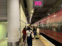 ……って思うまもなく、ボローニャに着いちゃいましたー。近いネー('ヮ' ) あれ? ボローニャの駅って、地下だったけー? いつもヴェネツィア~フィレンツェに行くときに通過した際には、地上だった記憶が……(?˘・з・˘)