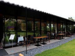 同じ敷地内に、京都初のブノワ☆ アラン・デュカスが設立したデュカス・パリ監修のフレンチレストランで、ロケーションはバッチリですね。 今度機会があれば一度は訪れてみたいなぁー。  ブノワ京都 https://www.benoit-kyoto.com/