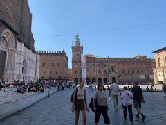 そこは【マッジョーレ広場(Piazza Maggiore)】でしたー。なるほど、ここに出るのかー('ヮ' )
