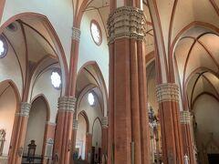 イタリアの大聖堂は、どこの街もそれぞれ特色があって、見比べてみると、おもしろいですネー('ヮ' )