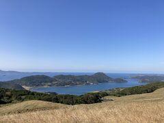 平戸島に戻ってきたら、最西端まで行く予定も変更。 気になる教会もありましたが、コロナの影響で閉鎖中のようなので、川内峠にやってきました。 いやー、ここからの眺めは素晴らしいですね(^-^)