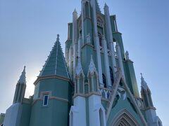 あとここも忘れちゃダメですね。 平戸ザビエル記念教会へ。 拝観は出来なかったですが、太陽を背に撮った写真が光を帯びてなんだか神々しい感じに(^-^)