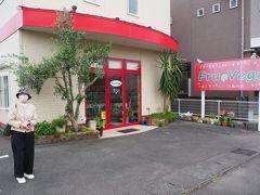 今回、最初の宮崎グルメ。 空港から程近い住宅街のお店「フルベジ」 可愛い感じの店構え。