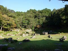 大内政弘が別荘として、画僧雪舟に築庭させたものと伝えられています。