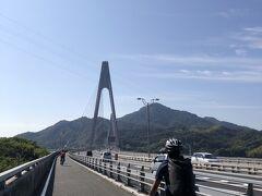 生口島に渡る生口橋は車道の脇に自転車の通れる歩道があるタイプの橋ですので、高いところが平気な方は絶景を楽しみながら気持ちよく漕ぐことができることと思います