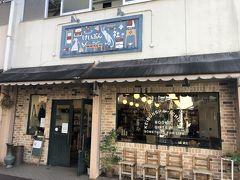 一乗寺にある恵文社は、いわゆる普通の書店ではなく、書店が置きたい本を置く書店。書店のみならず、雑貨類や洋服なども置いている。