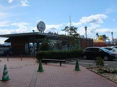 「大和ミュージアム」を満喫した後は、ちょっと休憩タイムです。  すぐそばにあった「SEASIDE CAFE BEACON」へ。