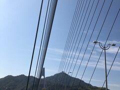 内心ビビりながらも必死で漕いで橋を渡るまやこ photo by しんさん