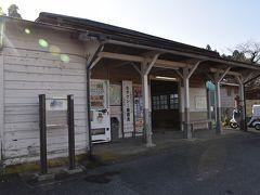また車に乗り2分で次の駅 高滝駅。  こちらの駅舎も味があります♪ 登録有形文化財