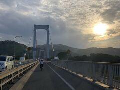 陽の傾きはじめた16時ころ、伯方・大島大橋を渡ります
