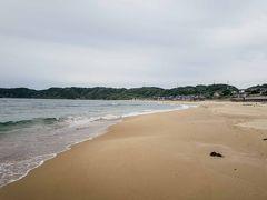 そして琴ヶ浜の海岸。誰もいない・・。ここは鳴き砂で有名なところでちょっと試してみたがたしかに音がなる砂浜だった。