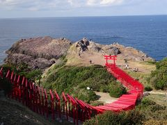 天気も良く、赤い鳥居と海、緑のコントラストがとてもきれいです。 CNNが「Japan's 31 most beautiful places」として以前取り上げたそうですが、それも納得でした。