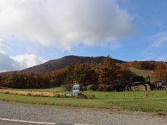 登山口は、あだたら高原スキー場になります。 駐車場は1500台ぐらい駐車できるみたいです。 土、日は第一駐車場だけ有料です。
