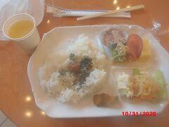 東横イン 弘前 駅前の 朝食。  いつもは、食べ放題ですが、この期間は、1種類だけの食事。