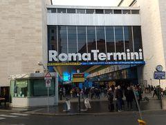 13時、ローマのテルミニ駅に到着しました。テルミニ駅はスリが多いことで有名なので、バスを降りてからは荷物に細心の注意を払い続けました。  余談ですが、スマホでテルミニ駅の写真を撮るのも怖くて、ローマに慣れてきた最終日に初めて駅の写真を撮ることができました。