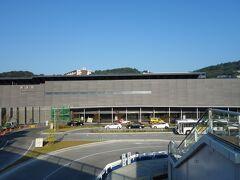 熊本駅前のビルから熊本駅の全景を撮る。