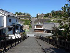 志保谷の坂から見た酢屋の坂 右手下の建物が綾部味噌そしてその右上が大原邸です