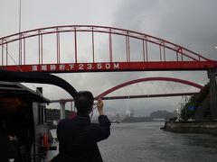 奥に見えるのが「音戸大橋」、手前は「第二音戸大橋」。 赤い橋が二重に見えて面白いですよね。 ここも見どころのひとつです。