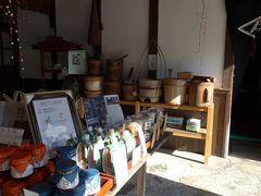 綾部味噌店内の商品展示