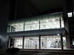 小樽駅前発21:00のバスで小樽フェリーターミナル到着21:30頃。 乗船開始が22:45なので、時間がかなり余りますが、繁忙期なんかは丁度良いのでしょう。