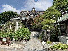 日蓮宗総寺院のお寺で、千葉屋敷と呼ばれているようです。鎌倉幕府の御家人だった千葉常胤の子孫・胤貞の別邸跡だからでしょうか。大巧寺から徒歩5分ほどです。
