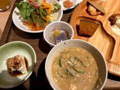朝食はビュッフェ  冷汁もありました   チェックアウトして 天岩戸神社へ