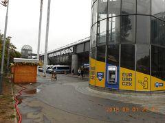 公園側から見たプラハ本駅(中央駅)です。反対側から見るのとイメージが全然違ってました。