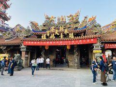 荷物を置き身軽になって、奉天宮へ参詣した。