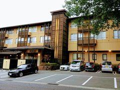 箱根レイクホテルをチェックアウトしてホテル前からバスに乗り仙石原へと移動します。 仙石原文化センター前で降ります。目の前がホテルです。 まずは今日お世話になるマウントビュー箱根に荷物を預けます。