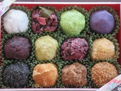 幸せの玉手箱♪☆♪  神奈川の方で人気の ももすず で修業した方が 高崎に 暖簾分け 信州産の素材、無添加にこだわった おはぎ(≧∀≦)  開けた瞬間の香りから楽しみたい逸品! 甘さ控えめで 素材の味が楽しめます♪
