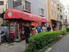 馬さんの店 龍仙 本館  おや、こちらも列が出来てますね。 仕方ない、並ぶか。