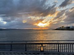 松江西ICを降りて宍道湖湖畔を北上。 時刻はもうすぐ17時になろうかと言うところ。 すでに当たりは黄昏ちゃってます。 まだ何もしてないぞ!(笑) ちなみにこの画像よりもうちょっと南の辺りが宍道湖夕日スポット (とるぱ)と呼ばれていて、日本の夕日百選(結構あるなw)に選ばれる松江の観光スポットのひとつです。