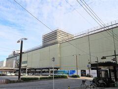 朝、工事中の広島駅。